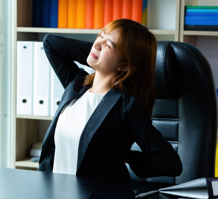 young-working-woman-feel-backache-at-the-office--1-